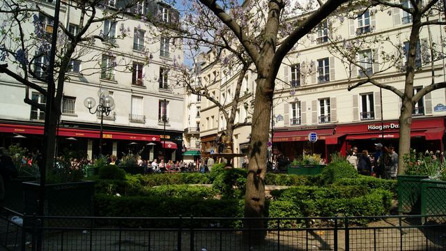 Discover the Latin Quarter With a Local