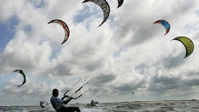 Learn How to Kitesurf